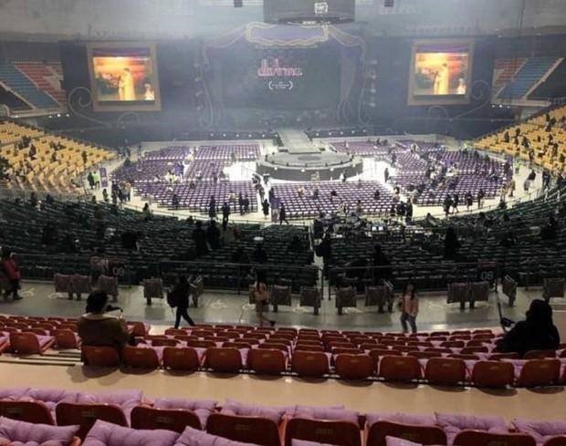 Siêu cấp tâm lý và chịu chi như IU: Tự chuẩn bị hàng chục nghìn đệm ngồi để fan không bị... ê mông khi đi xem concert Love Poem - Ảnh 6.