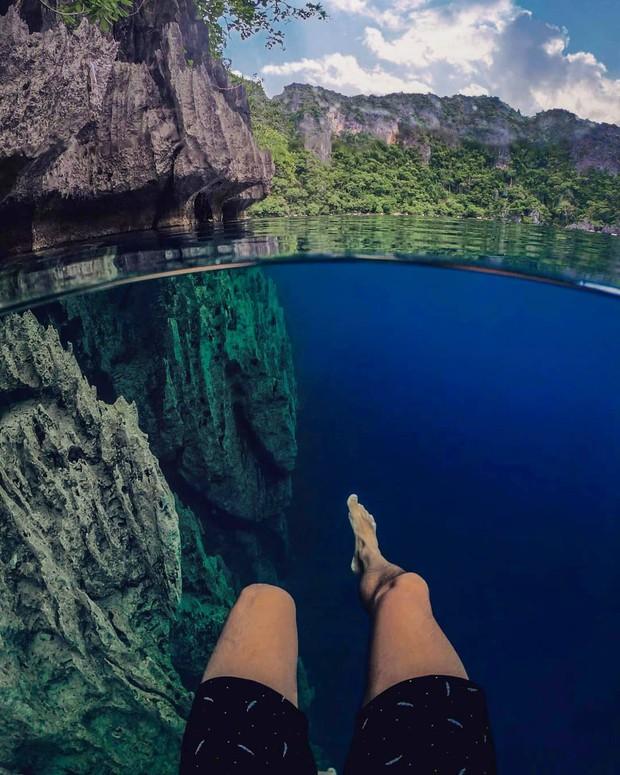 """""""Rớt tim"""" với clip đáng sợ nhất Internet ngày hôm nay: bơi trong lòng hồ sâu 40 mét, cảnh báo không dành cho người... sợ độ cao - Ảnh 6."""