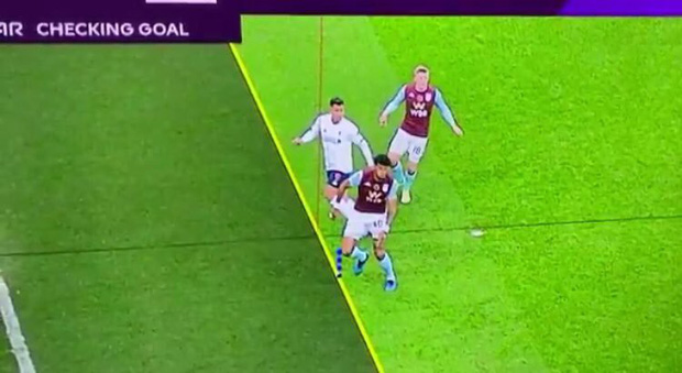 Dân mạng nước Anh đưa ra bằng chứng tố VAR kẻ vạch ăn gian khiến tiền đạo Liverpool mất bàn thắng - Ảnh 1.