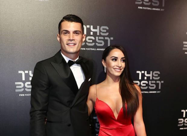 Vạ mồm, cầu thủ Arsenal khiến cô vợ xinh đẹp như tiên dính vạ lây đến nỗi phải biến mất khỏi MXH - Ảnh 1.