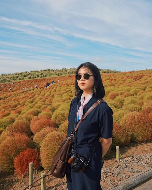 Đẹp nhất Nhật Bản mùa này chính là đồi cỏ Kochia đỏ rực, du khách đua nhau check-in đông không thấy lối đi - Ảnh 27.