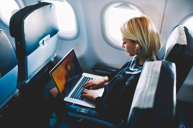 Nóng: Từ 15/11, Cục Hàng không Việt Nam cho phép hành khách tiếp tục mang Macbook Pro 15 inch lên máy bay, nhưng với 2 điều kiện đặc biệt - Ảnh 1.