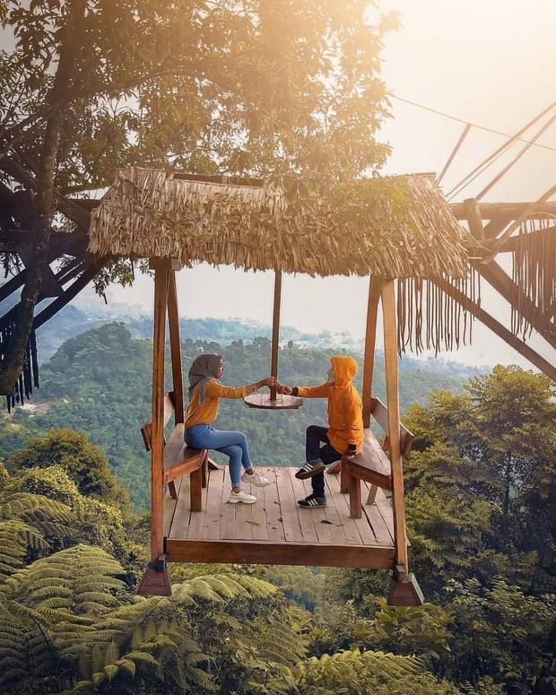 Độc nhất Indonesia quán cafe lửng lơ trên cây không dành cho hội yếu tim, dân mạng đua nhau check-in ầm ầm trên Instagram - Ảnh 16.