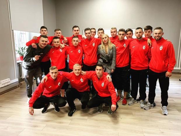 Người đẹp Ukraine gây sốc với màn tâng bóng lột đồ chưa từng có trong lịch sử - Ảnh 3.