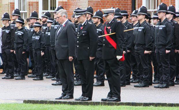 Cảnh sát Essex (Anh) dành 1 phút mặc niệm 39 nạn nhân chết trong container - Ảnh 1.