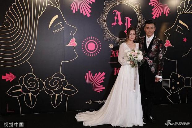Xa Thi Mạn xuất hiện gợi cảm trong đám cưới trai hư TVB Trần Sơn Thông nhưng không ngờ lại sánh đôi cùng nhân vật này - Ảnh 1.