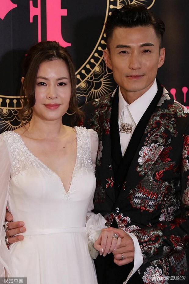 Xa Thi Mạn xuất hiện gợi cảm trong đám cưới trai hư TVB Trần Sơn Thông nhưng không ngờ lại sánh đôi cùng nhân vật này - Ảnh 2.