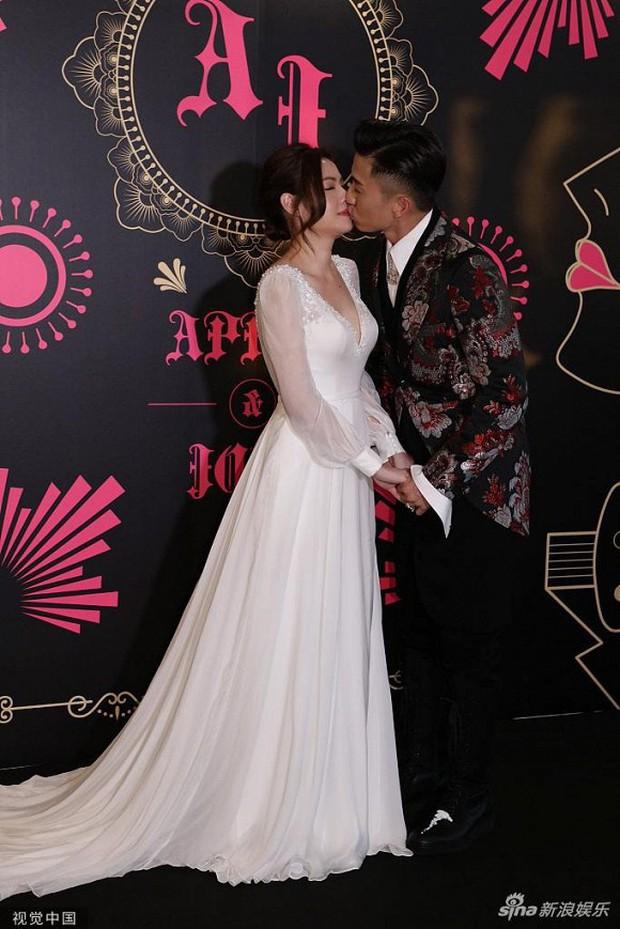 Xa Thi Mạn xuất hiện gợi cảm trong đám cưới trai hư TVB Trần Sơn Thông nhưng không ngờ lại sánh đôi cùng nhân vật này - Ảnh 3.