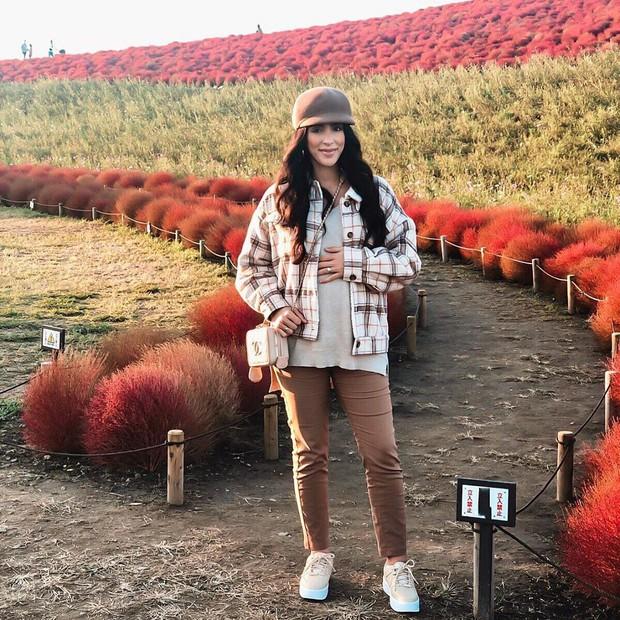 Đẹp nhất Nhật Bản mùa này chính là đồi cỏ Kochia đỏ rực, du khách đua nhau check-in đông không thấy lối đi - Ảnh 23.