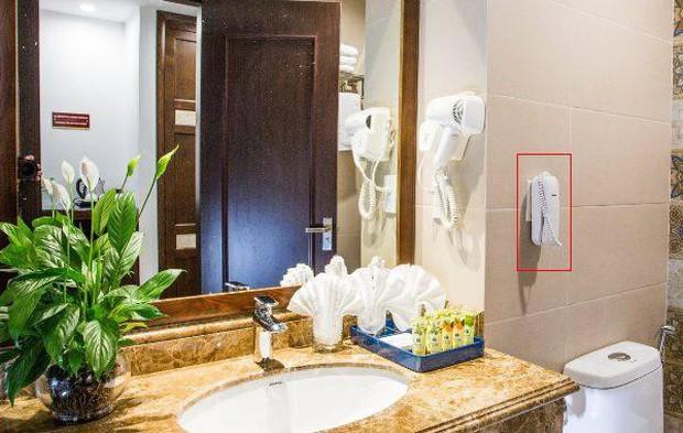Vì sao các khách sạn cao cấp thường lắp điện thoại trong phòng tắm? Là để cho đẹp hay còn lý do nào khác? - Ảnh 2.
