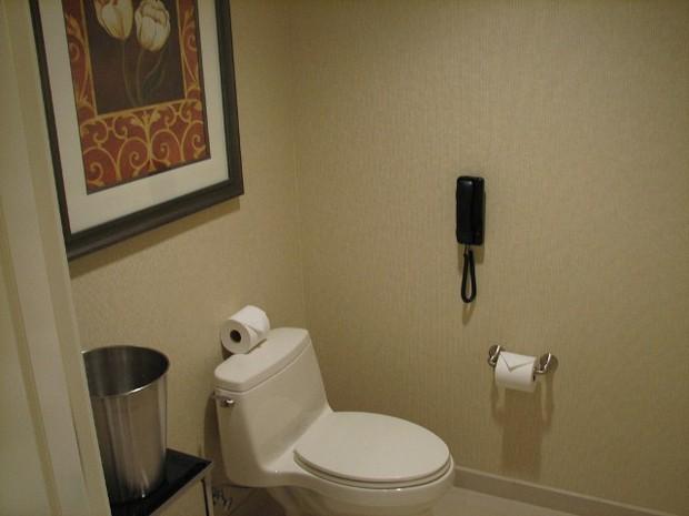 Vì sao các khách sạn cao cấp thường lắp điện thoại trong phòng tắm? Là để cho đẹp hay còn lý do nào khác? - Ảnh 3.