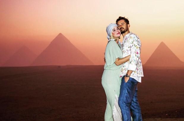 Tình bể bình như Katy Perry và tài tử Orlando: Tổ chức sinh nhật ở Ai Cập, chụp hình sương sương mà như quay MV - Ảnh 3.