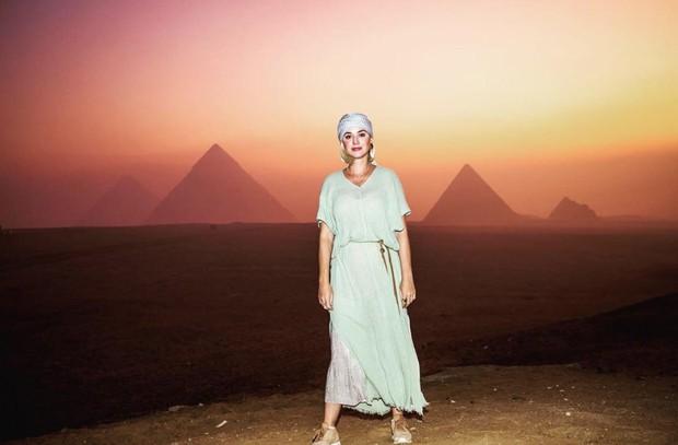 Tình bể bình như Katy Perry và tài tử Orlando: Tổ chức sinh nhật ở Ai Cập, chụp hình sương sương mà như quay MV - Ảnh 2.