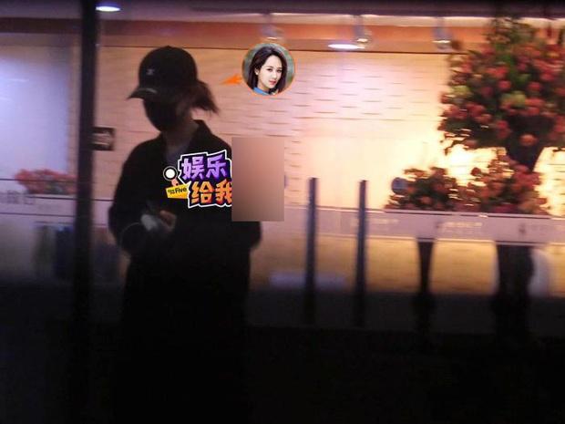 Paparazzi tóm gọn hình ảnh Dương Tử che kín mặt đến thẩm mỹ viện tới tối mịt mới trở về - Ảnh 6.