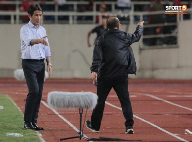 """Tìm ra profile trợ lý tuyển Thái """"gây sự"""" với HLV Park Hang-seo, hoá ra đã xích mích từ Bangkok và mang mối hiềm khích đến Hà Nội - Ảnh 9."""