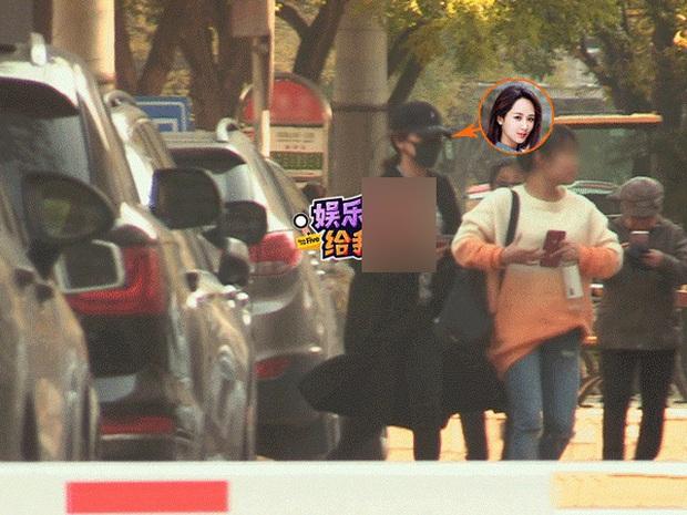 Paparazzi tóm gọn hình ảnh Dương Tử che kín mặt đến thẩm mỹ viện tới tối mịt mới trở về - Ảnh 2.