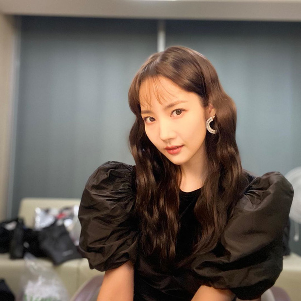 Park Min Young cắt tóc mái thưa: Người khen trẻ xinh hack tuổi, người lại thấy không sang bằng tóc cũ - Ảnh 3.