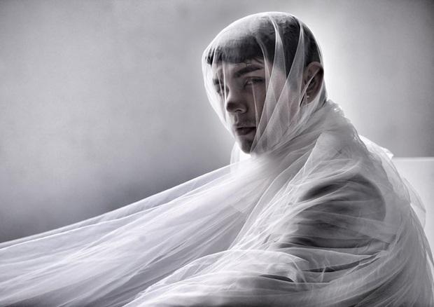 Bất ngờ đăng tải loạt ảnh đơn sắc, Sơn Ngọc Minh gây lo lắng khi suy nghĩ về cái chết sau loạt ồn ào tố Erik bạc tình - Ảnh 3.