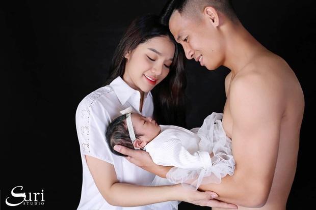 Vợ Bùi Tiến Dũng tiết lộ: Sinh con trong tình trạng nguy hiểm, chồng ôm hoa chạy bộ 12 tầng vì lo không được gặp vợ đầu tiên sau sinh - Ảnh 1.