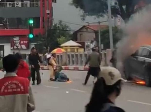 Gặp chiến sỹ CSGT cứu người mắc kẹt thoát khỏi đám cháy vụ xe ô tô Mercedes: Lúc ấy tôi chỉ nghĩ đến trách nhiệm chứ không nghĩ gì cả - Ảnh 1.