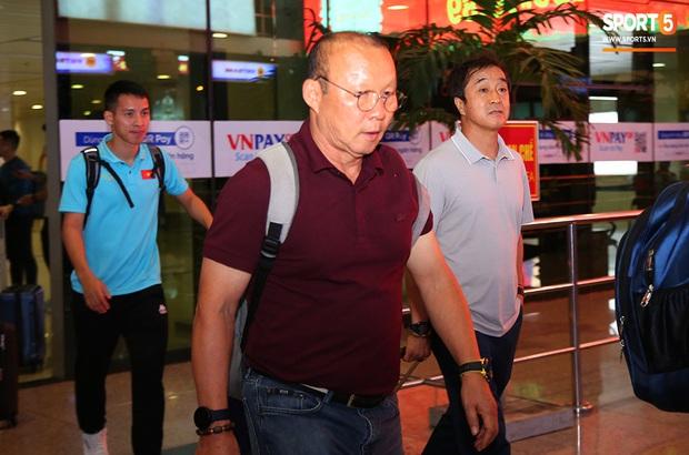 Thầy Park và hàng loạt trụ cột trễ chuyến bay, ảnh hưởng tới kế hoạch tập luyện chuẩn bị cho SEA Games 2019 - Ảnh 6.
