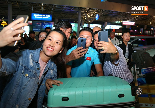 Thầy Park và hàng loạt trụ cột trễ chuyến bay, ảnh hưởng tới kế hoạch tập luyện chuẩn bị cho SEA Games 2019 - Ảnh 4.