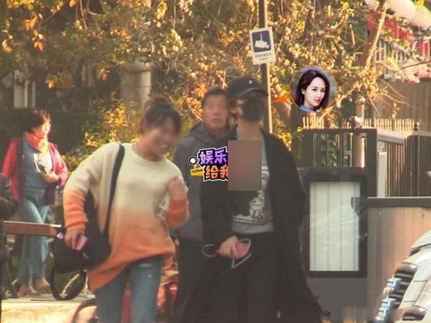 Paparazzi tóm gọn hình ảnh Dương Tử che kín mặt đến thẩm mỹ viện tới tối mịt mới trở về - Ảnh 4.
