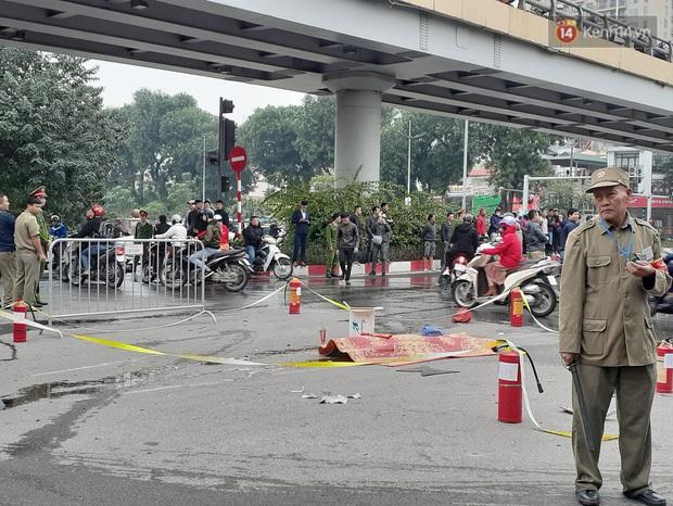 Nữ tài xế Mercedes khai do đi giày cao gót lại mất bình tĩnh nên đạp nhầm chân ga gây tai nạn liên hoàn khiến 1 người tử vong - Ảnh 2.