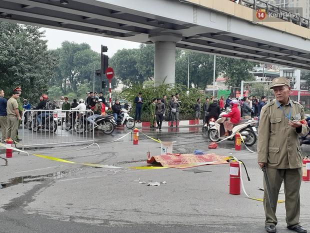 Hà Nội: Mercedes GLC 250 bốc cháy kinh hoàng sau va chạm liên hoàn khiến 1 phụ nữ tử vong, giao thông ùn tắc nghiêm trọng - Ảnh 7.
