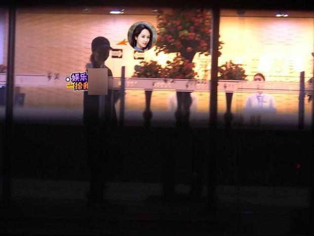 Paparazzi tóm gọn hình ảnh Dương Tử che kín mặt đến thẩm mỹ viện tới tối mịt mới trở về - Ảnh 5.