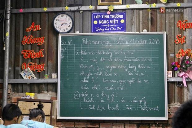 Lớp học đầy ắp tình thương giữa lòng Sài Gòn - Ảnh 4.