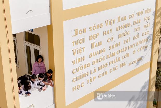 Hàng trăm học sinh bí mật tập văn nghệ gần tháng trời dành tặng món quà bất ngờ cho thầy cô ngày 20/11 - Ảnh 8.