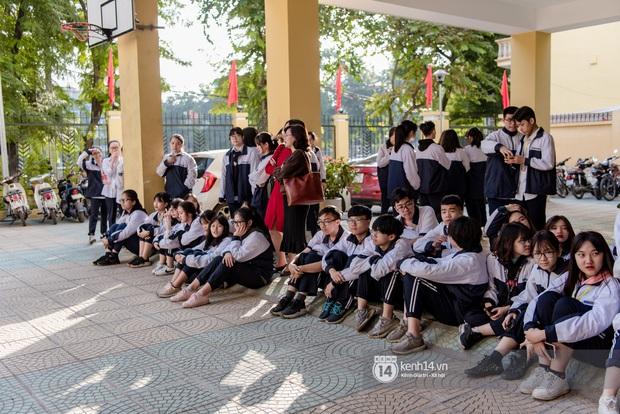 Hàng trăm học sinh bí mật tập văn nghệ gần tháng trời dành tặng món quà bất ngờ cho thầy cô ngày 20/11 - Ảnh 3.