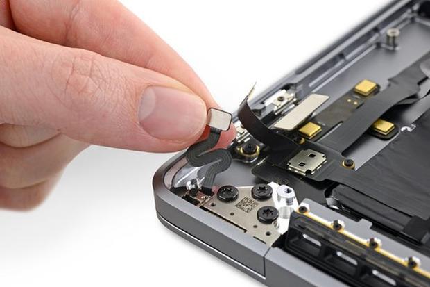 Ngạc nhiên với MacBook Pro 16 inch: Phát hiện cảm biến lạ hoắc, chỉ dùng để... đo góc nắp gập đóng mở - Ảnh 1.