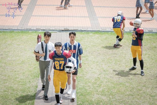 4 ngôi trường trong mơ chỉ có trong phim Hàn: Chủ yếu là tràn bờ đê trai đẹp từ thầy cho đến học sinh! - Ảnh 9.