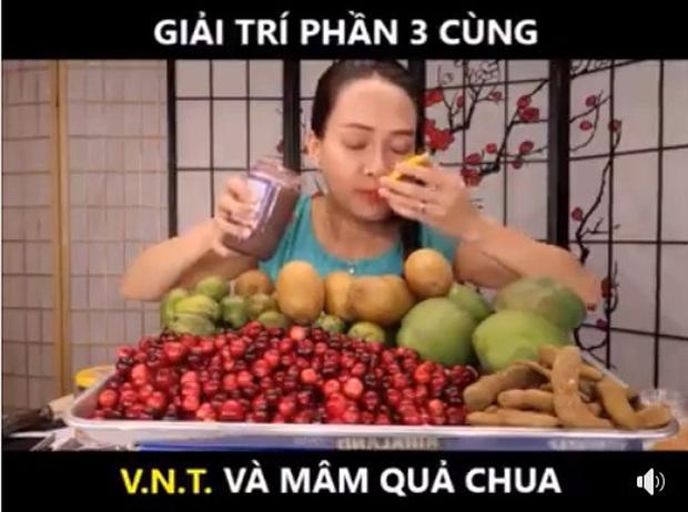 Vinh Nguyễn Thị - nữ Youtuber nổi tiếng xàm duyên dáng lại tiếp tục khiến dân mạng cười bò bằng loạt video bình luận trái cây siêu lạ kỳ - Ảnh 2.