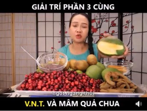 Vinh Nguyễn Thị - nữ Youtuber nổi tiếng xàm duyên dáng lại tiếp tục khiến dân mạng cười bò bằng loạt video bình luận trái cây siêu lạ kỳ - Ảnh 3.