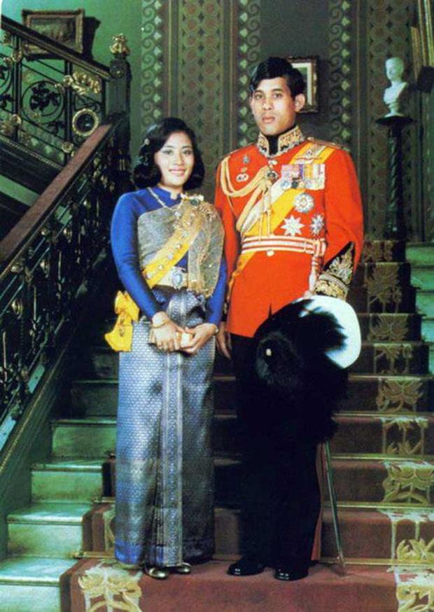 Vợ đầu của Quốc vương Thái Lan: Bị ly hôn trong phũ phàng nhưng là người có cái kết viên mãn nhất, nhìn cuộc sống hiện tại ai cũng phải ngưỡng mộ - Ảnh 1.