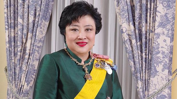 Vợ đầu của Quốc vương Thái Lan: Bị ly hôn trong phũ phàng nhưng là người có cái kết viên mãn nhất, nhìn cuộc sống hiện tại ai cũng phải ngưỡng mộ - Ảnh 3.