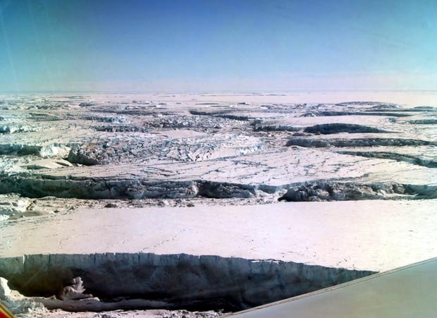Thật không thể tin nổi, hoang mạc băng Nam Cực nhìn từ trên cao hùng vĩ như thế này đây! - Ảnh 4.