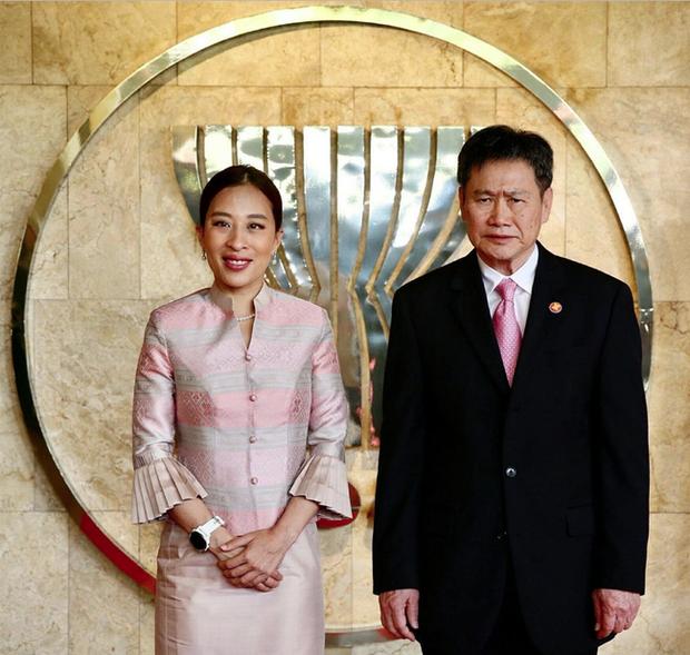 Vợ đầu của Quốc vương Thái Lan: Bị ly hôn trong phũ phàng nhưng là người có cái kết viên mãn nhất, nhìn cuộc sống hiện tại ai cũng phải ngưỡng mộ - Ảnh 5.