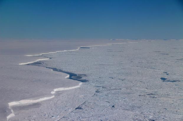 Thật không thể tin nổi, hoang mạc băng Nam Cực nhìn từ trên cao hùng vĩ như thế này đây! - Ảnh 6.