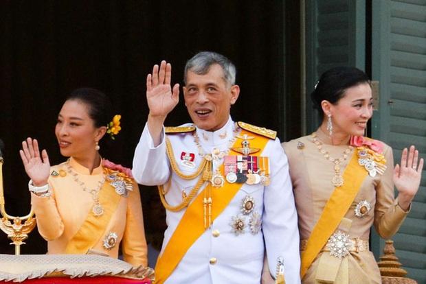 Vợ đầu của Quốc vương Thái Lan: Bị ly hôn trong phũ phàng nhưng là người có cái kết viên mãn nhất, nhìn cuộc sống hiện tại ai cũng phải ngưỡng mộ - Ảnh 7.