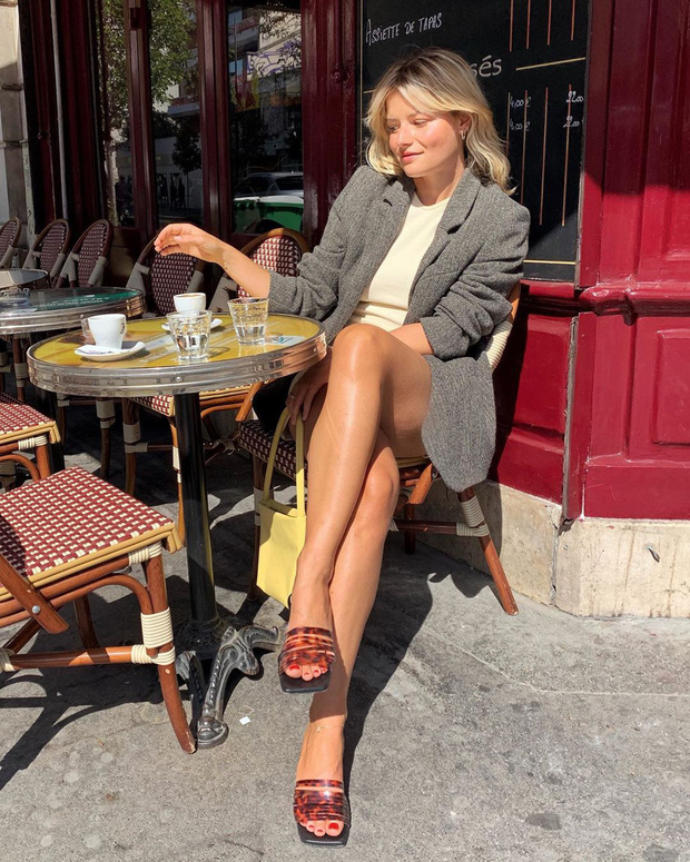 Rồi bạn cũng sẽ diện đồ mùa Đông đẹp không góc chết như phụ nữ Pháp, nếu sắm 5 items đinh sau đây - Ảnh 10.