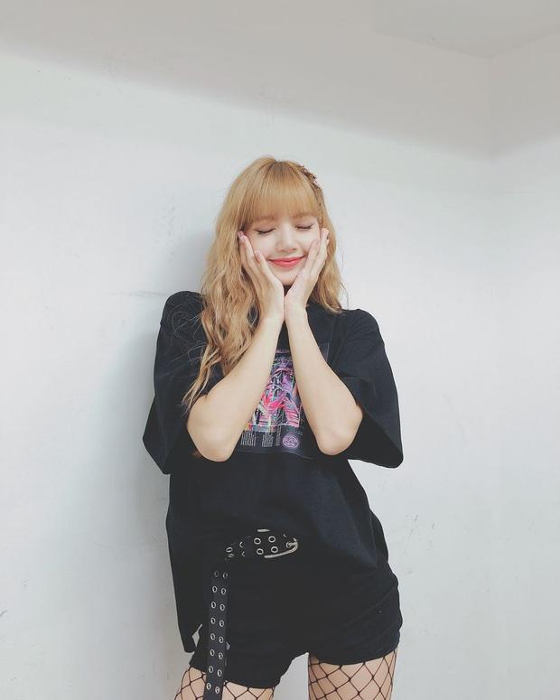 Thấy Lisa mặc đi mặc lại 1 chiếc quần trong suốt 3 năm, fan BLACKPINK phẫn nộ tố YG vô tâm, hời hợt - Ảnh 5.