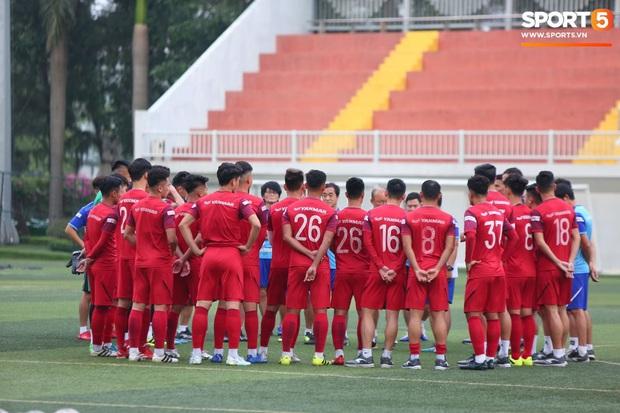 Trước ngày sang Philippines dự SEA Games, HLV Park Hang-seo vẫn lo Quang Hải khó thích nghi với mặt cỏ nhân tạo - Ảnh 2.