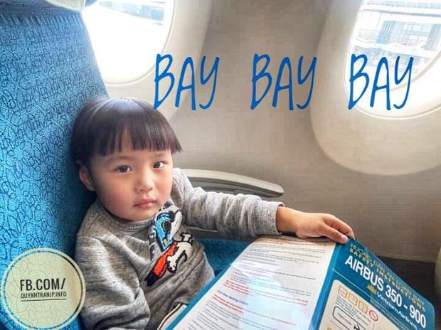 Bé Sa và hành trình trên máy bay về Việt Nam: không rời mẹ nửa bước, fan xin bế cũng không cho - Ảnh 1.