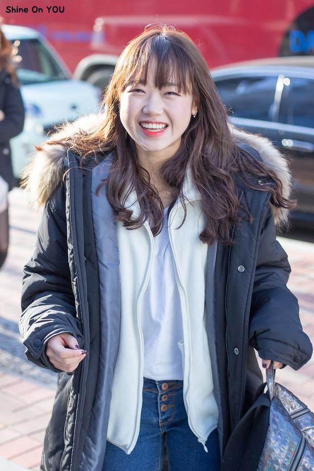 6 nữ idol Kpop thay đổi hẳn quan niệm vì gây bão mạng với mắt cười một mí đẹp lạ: TWICE, ITZY chưa hot bằng center? - Ảnh 11.