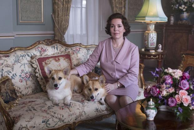 The Crown: Cung đấu chân thật, kịch tính về người phụ nữ quyền lực nhất Hoàng gia Anh - Ảnh 13.