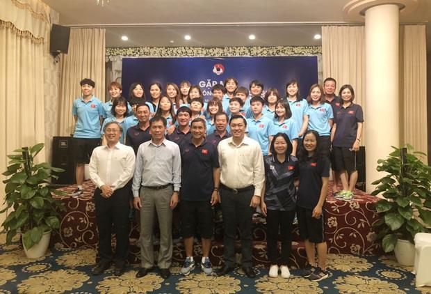 Chưa Tết đã được lì xì, ĐT nữ và U22 Việt Nam nhận được sự động viên cực lớn trước khi tham dự SEA Games 2019 - Ảnh 4.